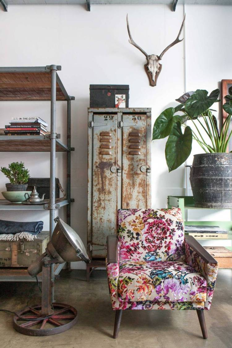 granny-floral-chair-fall-trends-interior-design-modern-vintage