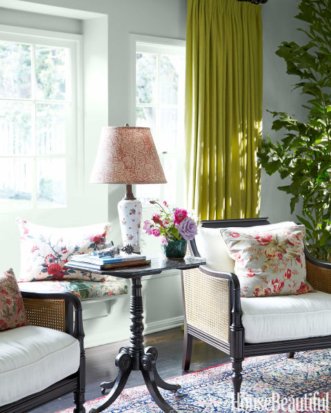 granny-floral-living-room-accents-table-lamp-fall-trends-interior-design