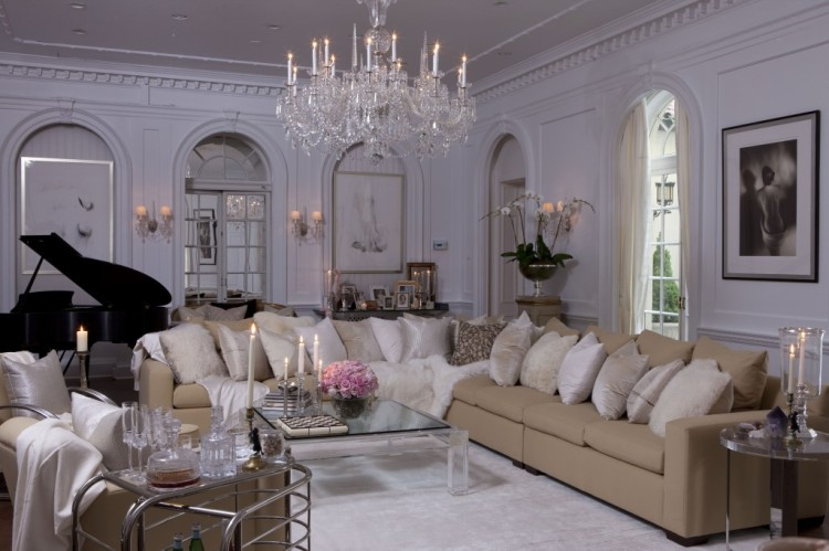 old-hollywood-glamour-crystal-chandelier-lilac-color-palette-luxurious-living-room