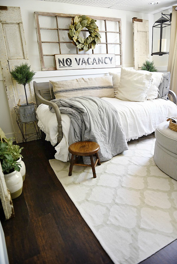 farmhouse-style-guest-bedroom