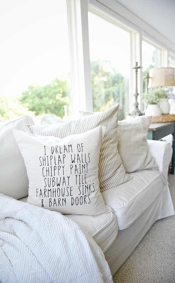 farmhouse-style-living-room-pillow