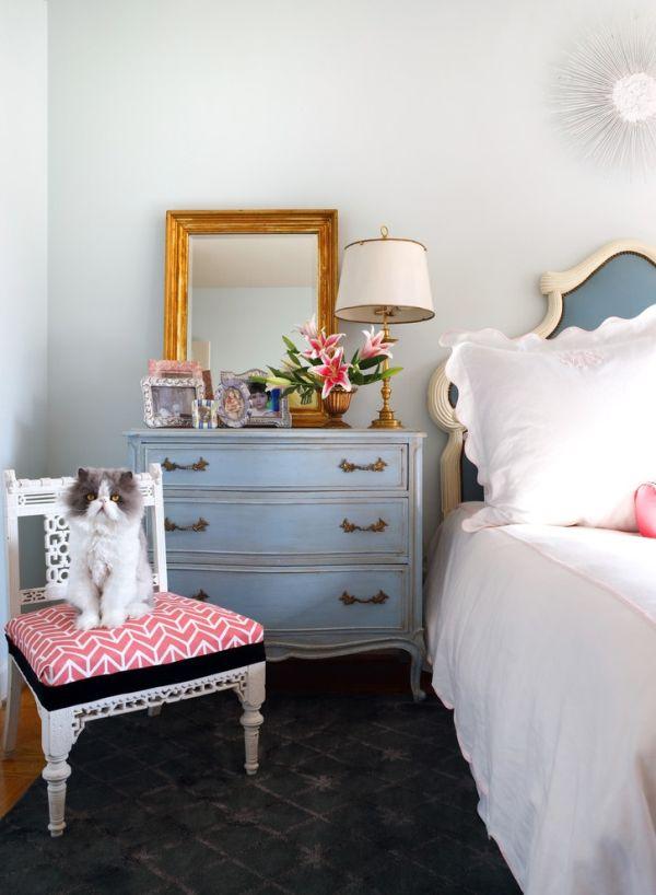 modern-vintage-bedroom-vignette