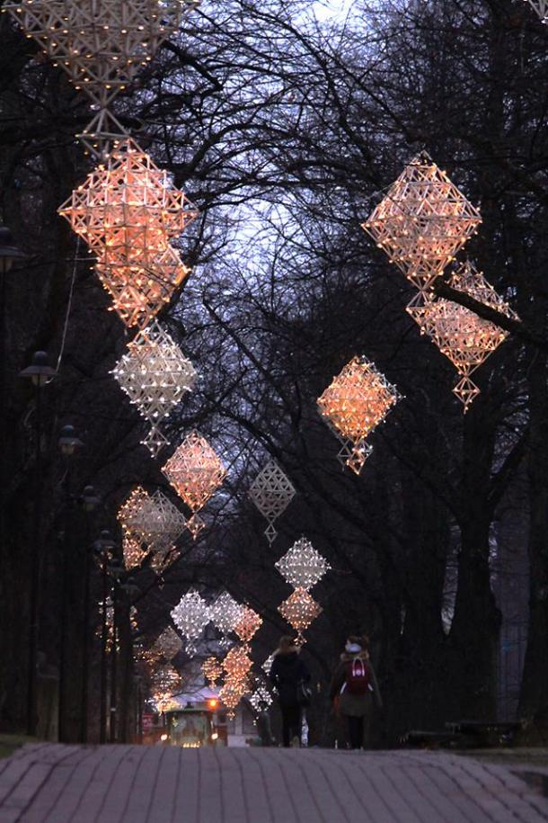 geometric-shapes-christmas-decor-outdoor