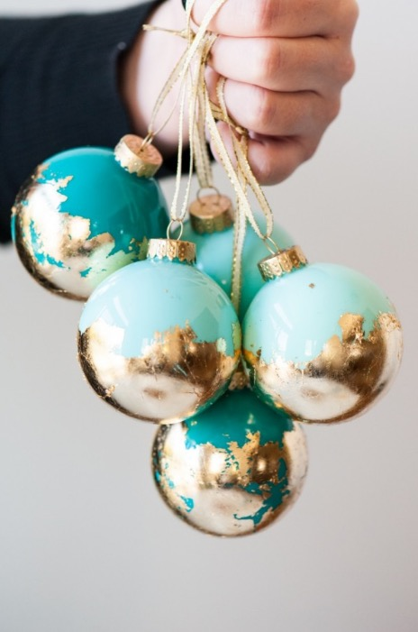 gold-leaf-ornaments-christmas-holiday-decor-trends