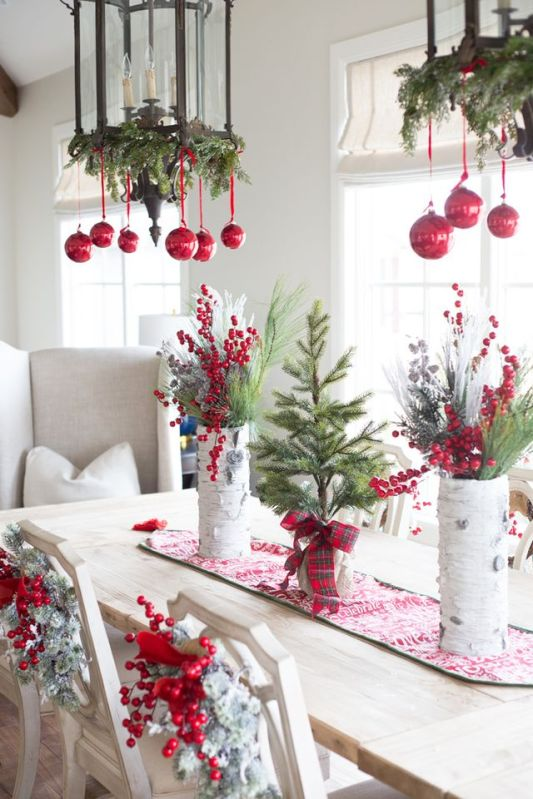 christmas-dining-room-mixed-seating-holiday-lighting-decorations