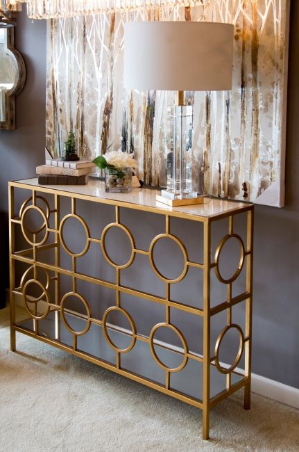 mariana-home-stills_691-320004-152023-crystal-gold-table-lamp-gold-mirror-pattern-console-table