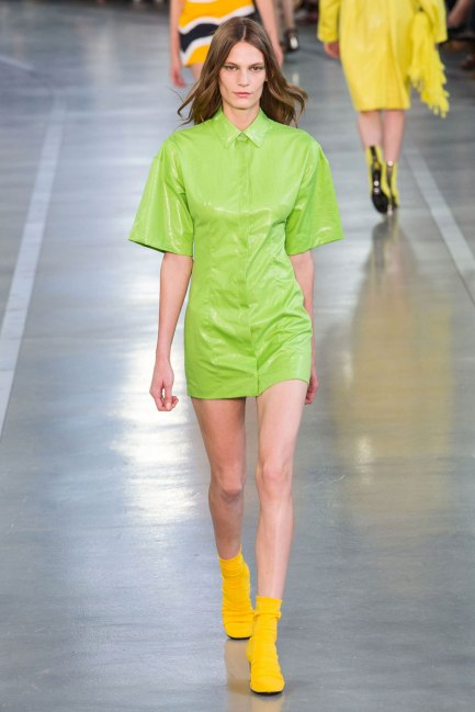 elle-mfw-ss17-collections-emilio-pucci-41-imaxtree-greenery-pantone-color-of-the-year-green-fashion-trend-trending-style-dress-runway