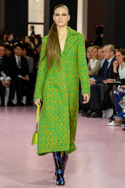 fashion-2015-03-dior-fall-2015-runway-green-yellow-coat-main-greenery-pantone