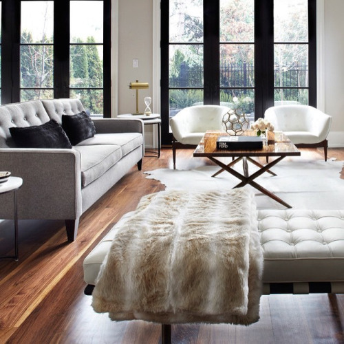 faux-fur-modern-living-room-interior-design-black-white