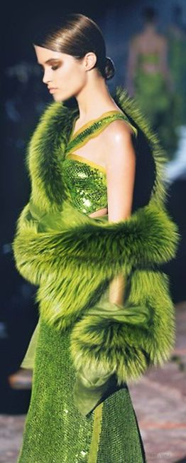 greenery-pantone-color-of-the-year-green-fashion-trend-trending-style-dress-runway-glam-glamorous-luxury-luxurious