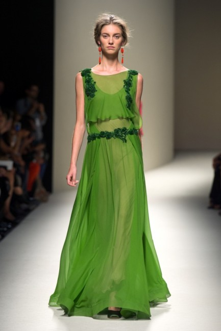 greenery-pantone-color-of-the-year-green-fashion-trend-trending-style-dress-runway-nature
