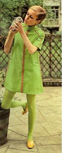 greenery-pantone-color-of-the-year-green-fashion-trend-trending-style-dress-runway-twiggy