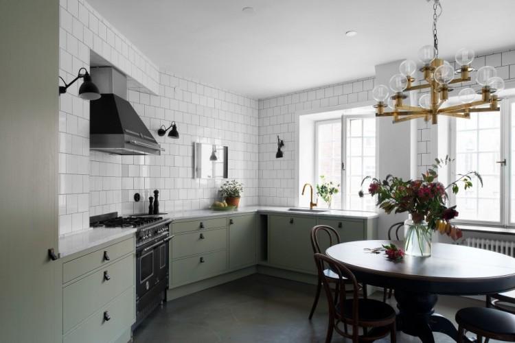 kitchen-backsplash-tile-stainless-steel-chandelier-black-white-interior-design-home-modern-contemporary