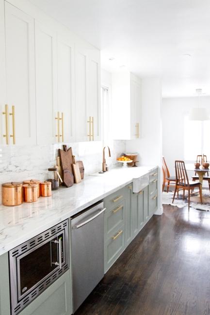 mismatched-cabinets-kitchen-white-interior-design-home-decor-neutrals-modern-chic