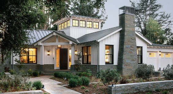 4 elements of a modern farmhouse exterior for Modern farmhouse exterior