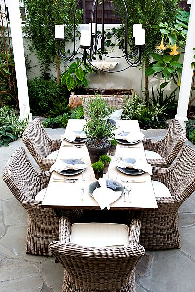Outdoor-dining-furniture